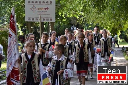 """De la Festivalului Internațional de Folclor """"Muzici și Tradiții în Cișmigiu"""""""